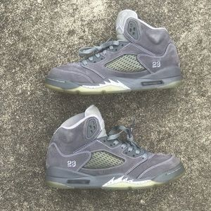 Air Jordan Wold Grey 5 size 5.5Y
